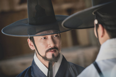Hey, it's a Korean dude with a beard wearing a hat.